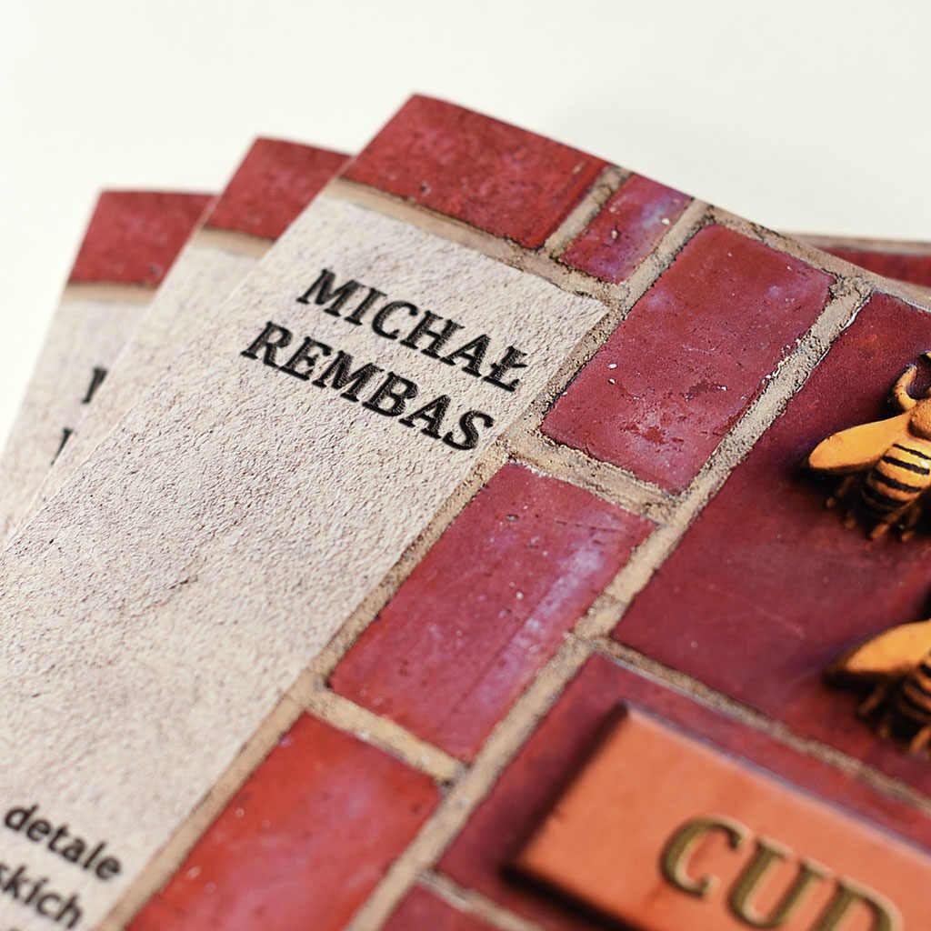 Michał Rembas - Cuda na fasadach - książka w oprawie miękkiej klejonej - front detal