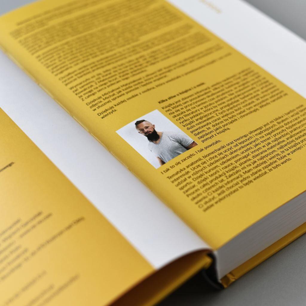 Zdjęcie książki w oprawier twardej Krystian Dobropolski Podstawy Biomechaniki Ruchu Człowieka lakier UV na okładce