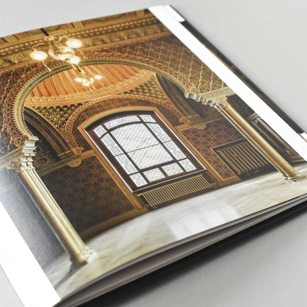 Zdjęcie książki w oprawie twardej szwajcarskiej Willa Lentza w Szczecinie